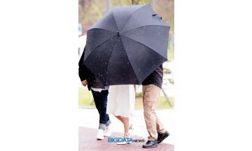 [BIG포토] 프리스틴 나영, 우산때문에 안보여도 나영이 맞아요