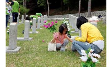 현대엔지니어링, 국립서울현충원서 묘역 순례 및 정화 봉사 실시