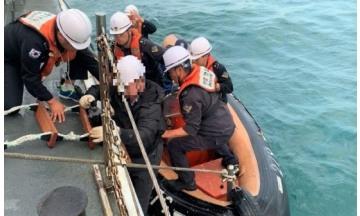 완도해경, 1만톤급 화물선 중국인 50대 선원 응급환자 '긴급이송'