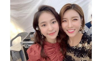 트로트 가수 진달래-홍자 '특별 인연'…진안 페스티벌서 재회
