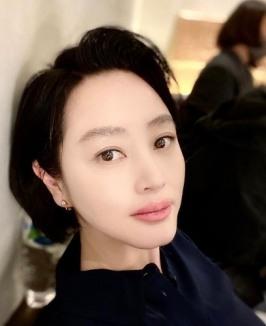 김혜수, 초근접샷에도 굴욕없는 화려한 이목구비[SNS★]