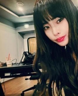 '20일 컴백' 헤이즈, 싸이월드 감성 담긴 셀카 공개 [SNS★]